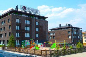 [:bg]Аюрведа клиник Лъки Банско с детска площадка[:en]Ayurveda Clinique Lucky Bansko and its playground[:]